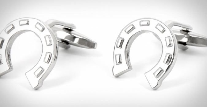 41 Functional Cufflinks In James Bond Style via coolpile.com  #cool  #cufflinks  #style  #menstyle  #functionalcufflinks  #party  #dressshirts  #manstyle  #gifts  #giftsfordad  #giftsforhim