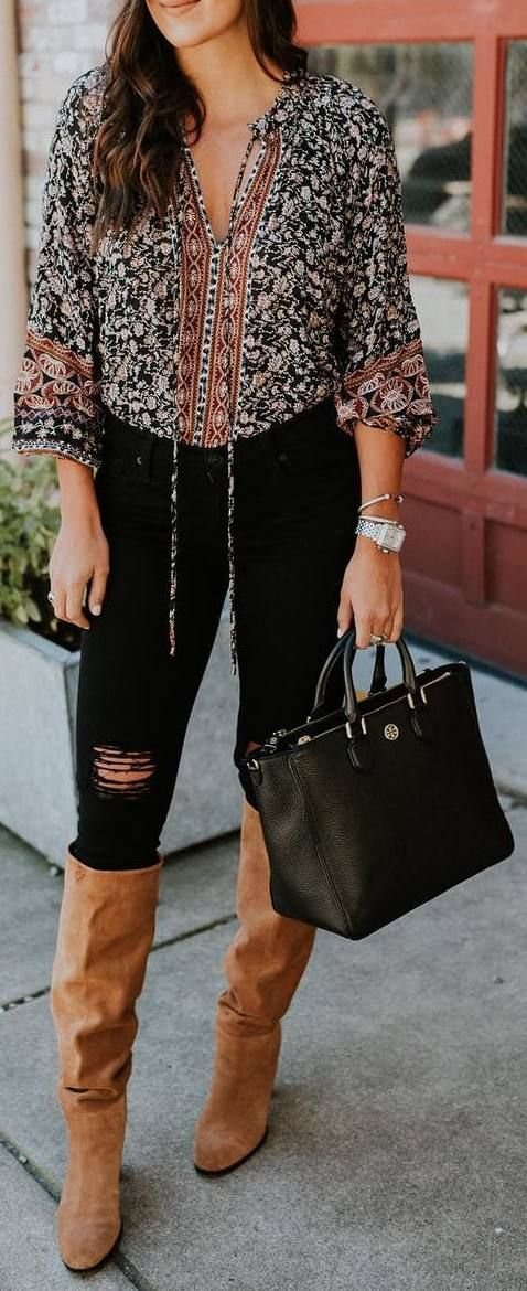 #fall #outfits shirt with pattern black ripped pants beige boots