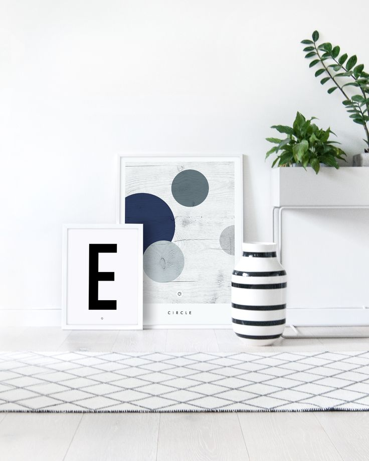 Geometric Circle #geometricposter #woodtexture #plantbox #fermliving #livingroominspo #kählerdesign #omaggio