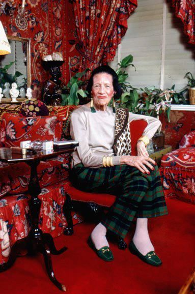 Een indrukwekkende vrouw: Diana Vreeland in haar Baldwin designed interior. Diana Vreeland, was a noted columnist and editor in the field of fashion. She worked for the fashion magazines Harper's Bazaar and Vogue and as a special consultant at the Costume Institute of the Metropolitan Museum of Art