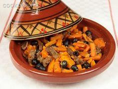 Un piatto sano e per tutti i gusti, adatto anche per i vegetariani. La cottura nel Tajin, utensile marocchino, rende le pietanze saporite e, al contempo, povere di grassi.