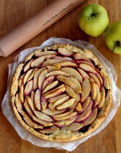 Crostata senza glutine e lattosio con mele e marmellata di mirtilli