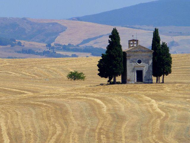 Cappella di Vitaleta in the province of Siena