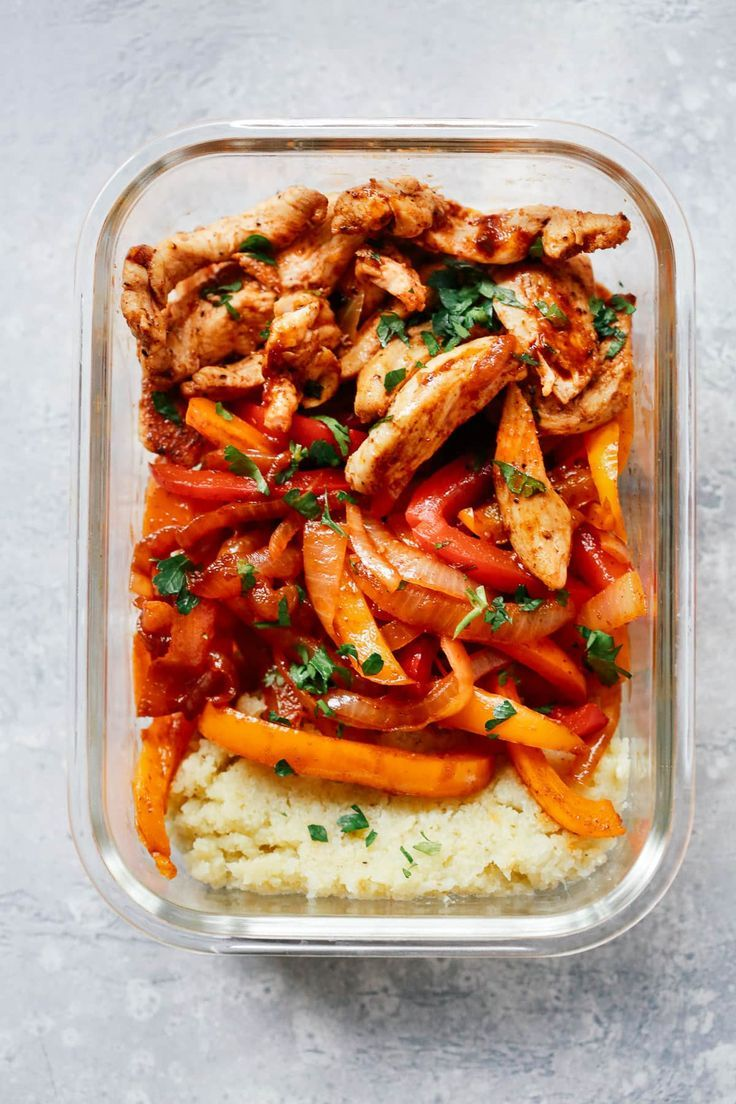 Chicken Fajita Meal Prep Bowls Are Served With Cauliflower Mash To Create A Complete Low Carb Lunch Fo Meal Prep Bowls Chicken Meal Prep Healthy Summer Recipes