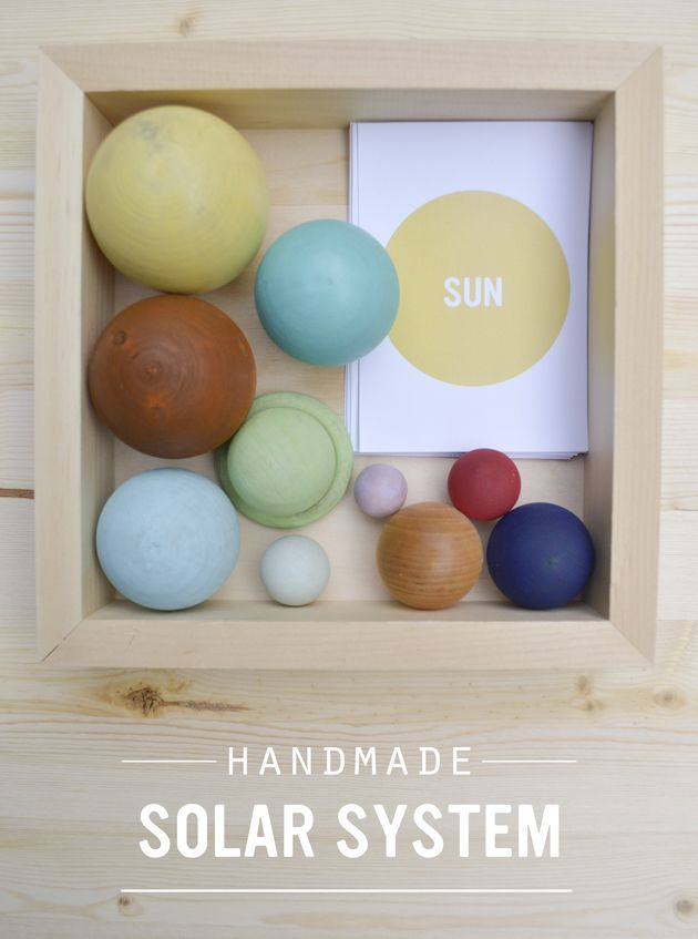 A tutorial for creating a stunning wooden solar system and free matching printable cards. Using birch knobs of differing sizes (they are flat on one side) and hand paint them for an incredibly beautiful Montessori science activity.