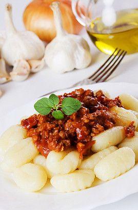 Hummm ! Gnocchi à la bolognaise : la recette du  8 février sur  Un Jour, Une Recette
