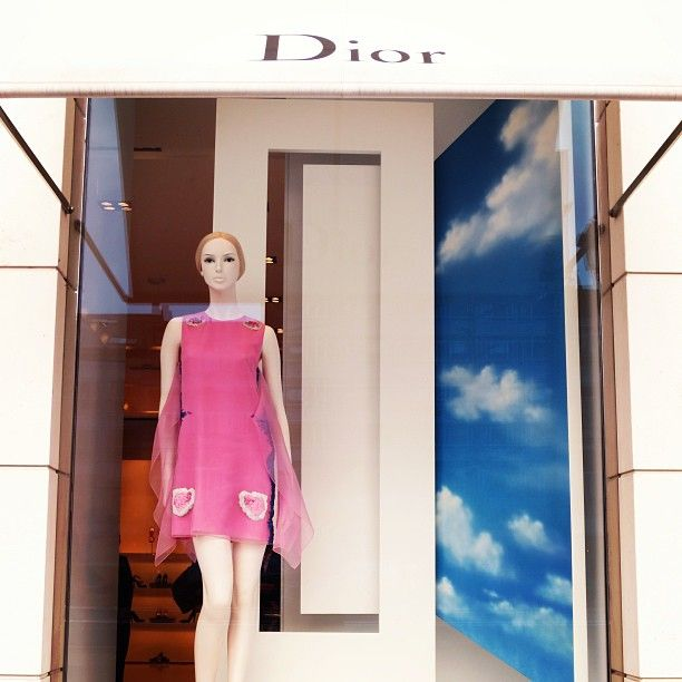 It feels like Spring at our Neighbour @Dior #Brussels #Fashion