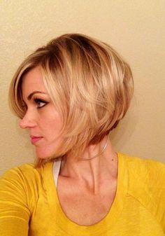 Asymmetrisch Blonde Bob Kurzhaarschnitt