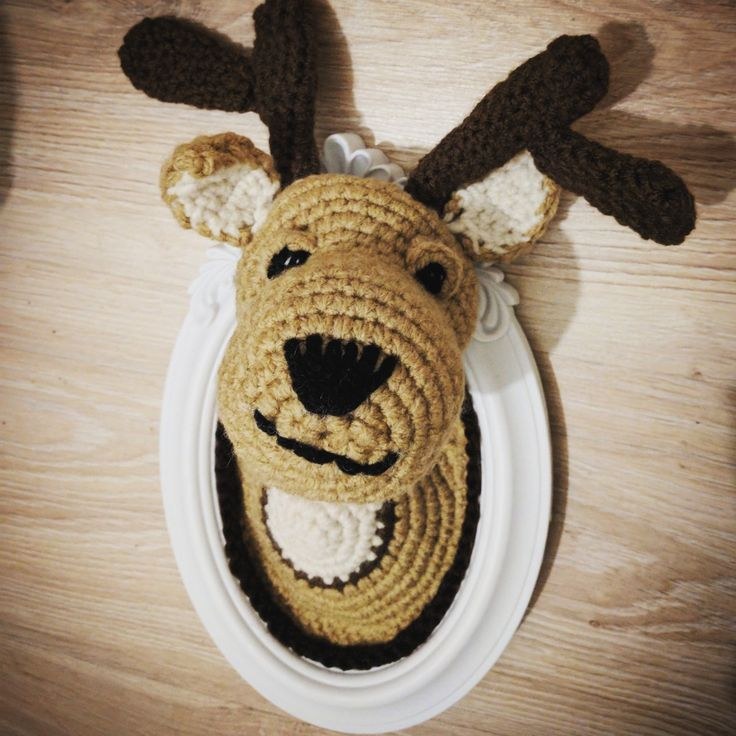che poi, ti guarda con quegli occhioni li, e il sorrisetto sornione...  #woolhunter  #lizzypazzy  #handmadestuff  #handmade #crochet #wool #yarn #tassidermia  #vegana #lana  #fattoamano #decor #homedecor #homedeco  #decoration #decorazioneinterni #vegan #tassidermy #cute #craft #amigurumi  #cervo #deer #forestanimals #forest  #wood