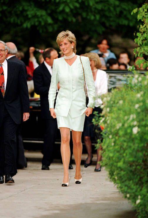 Väisty, Catherine! Prinsessa Diana on taas tyyli-ikonien ykkönen