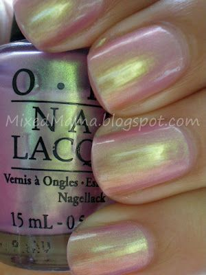 Iridescent nail polish..very interesting design..isnt it?