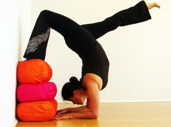 Ooh this pose looks good to try to balance into it and eventually remove the pillows. Think I might try this tonight.