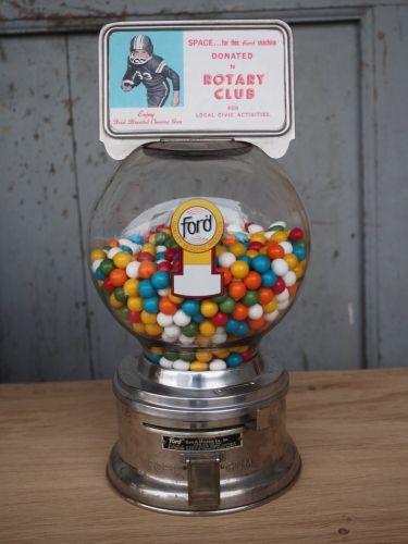 Distributeur à bonbon Ford Ball Gum 1950 rotary club