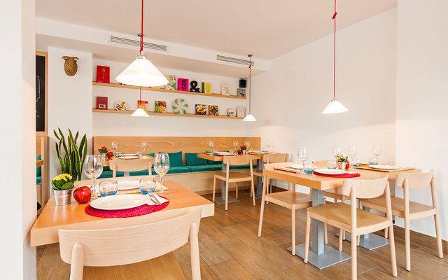 fotos y vídeos de Teresa pon la mesa en MadridPasión por el mundo gastronómico y de la cocina, descubre un bonito restaurante con gran terraza, perfecto para organizar cualquier tipo de evento.