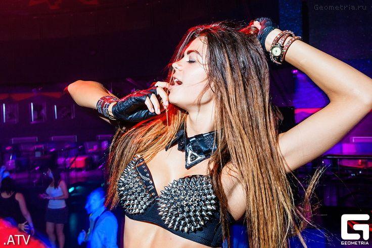 В субботу 6 июля в культурно-развлекательном комплексе «Мегаполис» состоялась вечеринка, посвященная страстным поцелуям и головокружительной любви. Для всех собравшихся гостей на входе и в баре ожидал сюрприз… #photo #club #nightclub #nightphotography #clublife #Липецк #фото #АнтонТерентьев