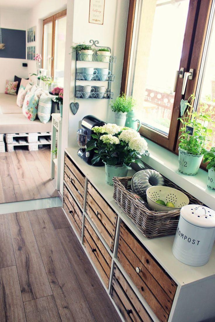 Elegant Sideboard aus Holzkisten