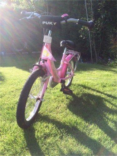 """Hallo zusammen,wir haben ein 18 Zoll PUKY M�dchenfahrrad """"Prinzessin Lillifee"""" abzugeben. Unsere Tochter (7) ist zu gro� und hat sich gestern bereits ein Neues Rad ausgesucht.Verkaufen ein sehr sch�nes, gepflegtes Kinderfahrrad von PUKY, stand immer in der Garage, wurde nur von einem Kind und nur bei sch�nem Wetter gefahren, dementsprechend nur minimale/normale Gebrauchsspuren. Das Fahrrad befindet sich optisch und technisch in einem sehr guten Zustand.Ihr k�nnt es Euch g..."""