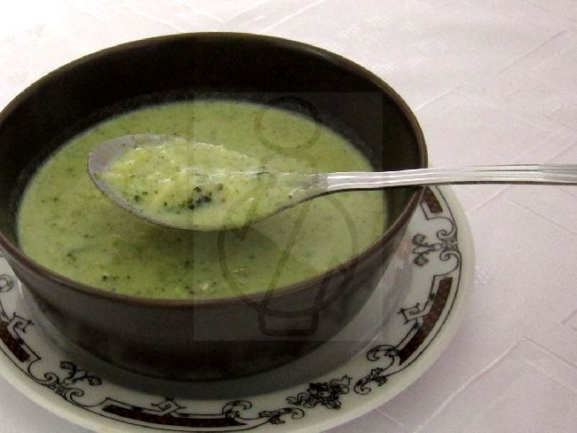 Brokkoli leves galuskával