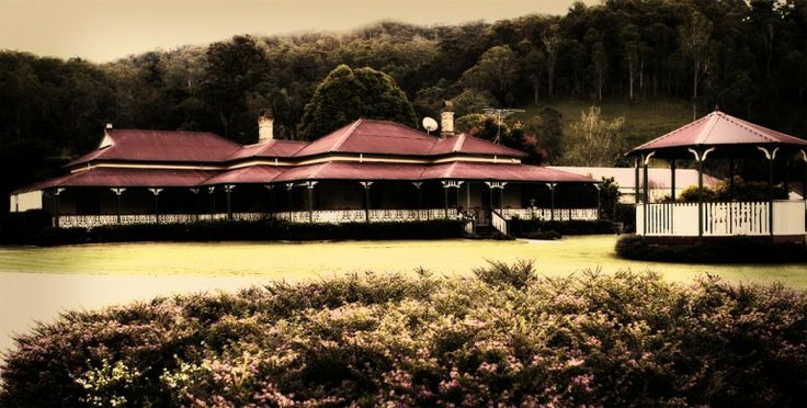 Gold Coast Wedding Photography - O'Reilly's Canungra Valley Vineyard, a beautiful Gold Coast Wedding Venue full of old rustic charm