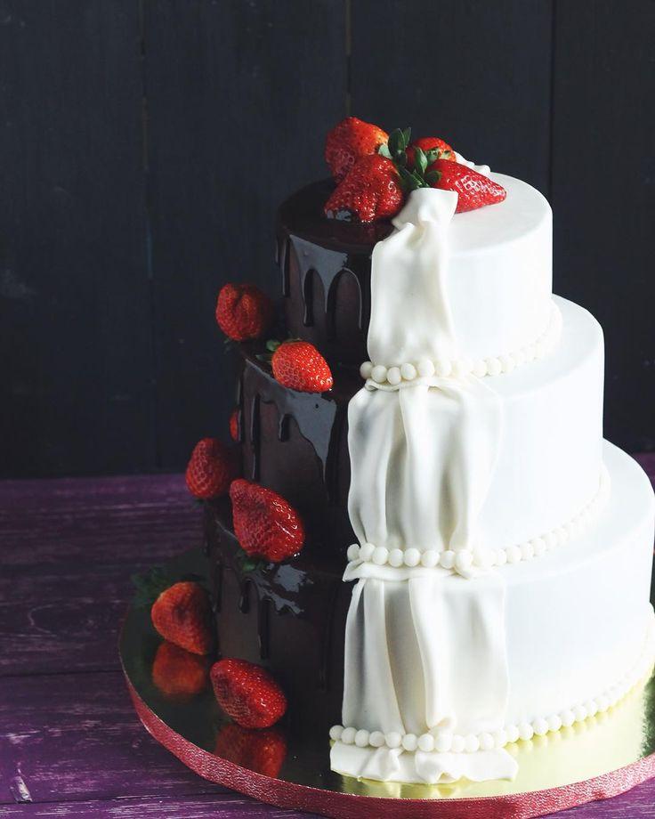 «Торт три шоколада. Ярусы: Шоколадная молочная девочка с малиновой начинкой и кремом маскарпоне; Молочная девочка с клубничной начинкой и кремом…»