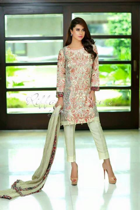 Riffat and Sana launched their latest seeming perfect and luxurious eid collection 2015, have a look and send us your inquiries at support@zeenatstyle.com #pakistanifashion #eidcollection #cigarettepants #formalwear #chiffon #fashionistas #nowtrending