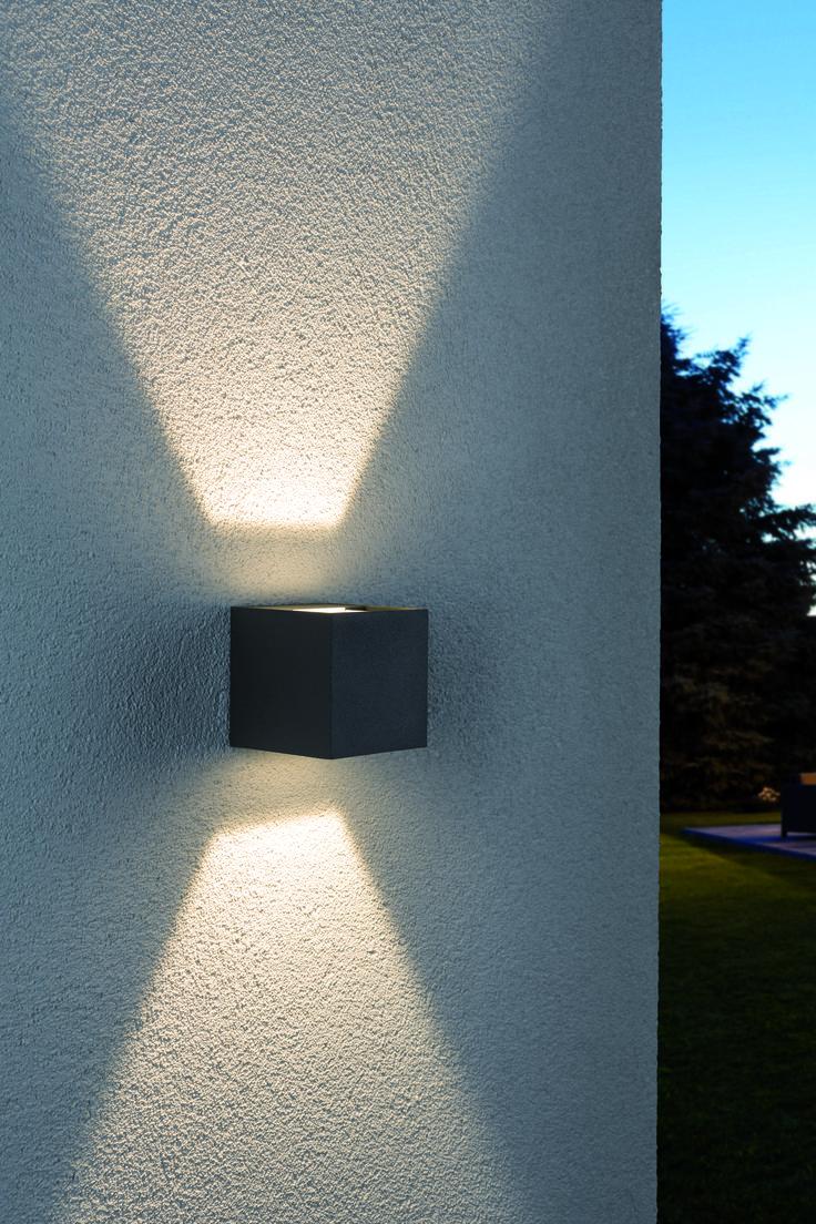 Elegant, hell und schick Das Up-Down-Light von Paulmann ist genau das Richtige um Außenwände zu beleuchten. Die Wandaufbauleuchte für Außen ist mit modernster LED Technik ausgestattet und sorgt für die perfekte Beleuchtung im Garten, der Einfahrt oder dem Hauseingang. Hier die verschiedenen Größen und Farben entdecken