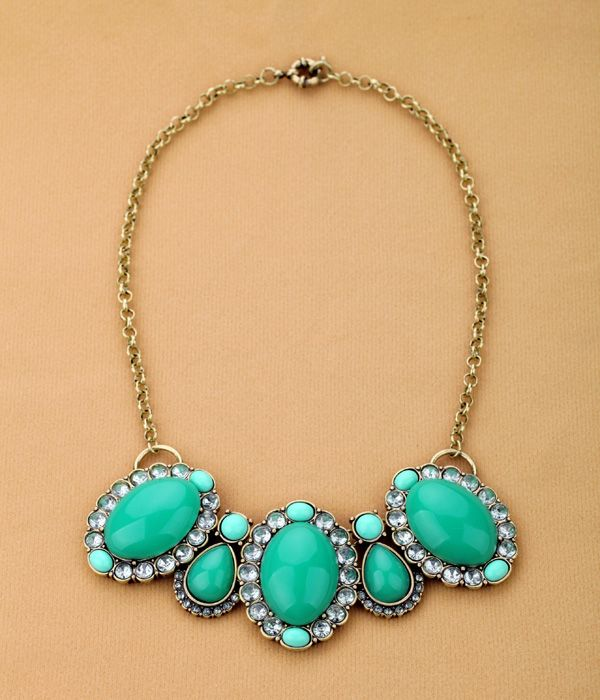 Luxurious Pendant Necklace With Green Pendants  - New In