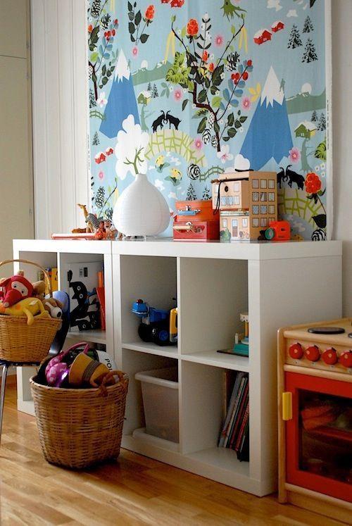 15 ideas para organizar las cosas de los ni os cuarto de - Cajas para guardar juguetes ...