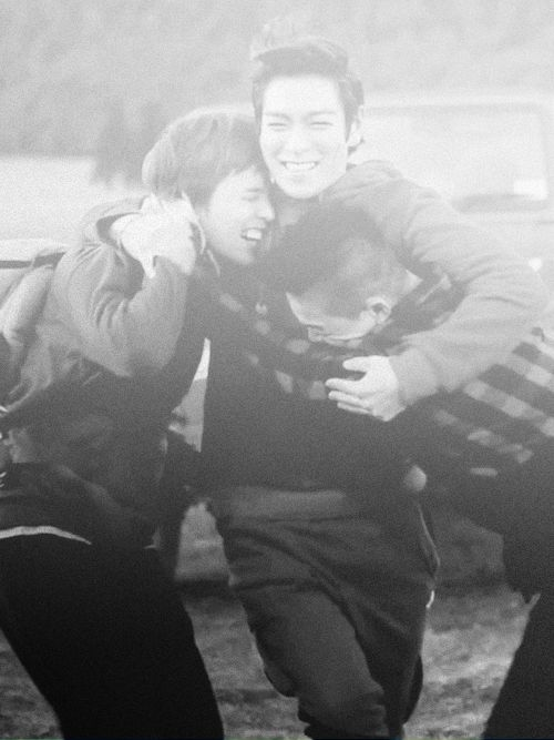GD, TOP, and Taeyang... lol, they are so cute! Just like brothers :)
