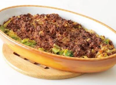 谷 昇さんの「キャベツとボロネーズのチーズ焼き」のレシピページです。ボロネーズはひき肉のうまみをじっくり引き出す煮込み料理です。牛乳と赤ワインの、コク出しの隠し味がポイントですよ。 材料: ボロネーズ、A、キャベツ、パルメザンチーズ、オリーブ油、バター、塩、黒こしょう