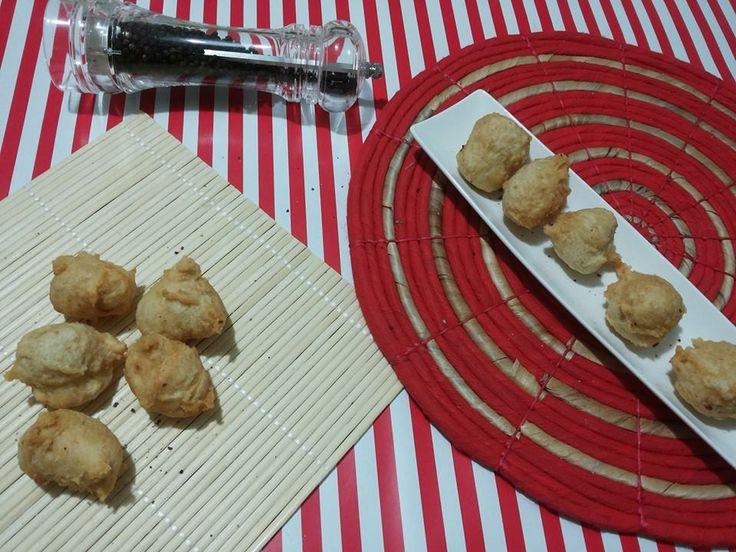 Ottime come antipasto o finger food le frittelle di cavolfiore e pecorino sono buone e sfiziose,semplici,economiche e ricche di gusto...