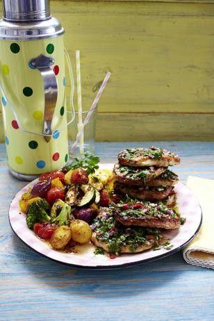 Das Rezept für Kräuter-Limetten-Schnitzel mit lauwarmem Röstgemüse-Salat und weitere kostenlose Rezepte auf LECKER.de