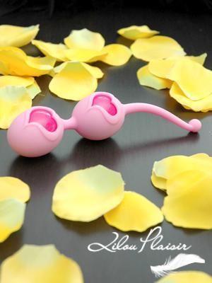 Desi Love Balls de Feelztoys - Boules de Geisha Roses http://www.lilouplaisir.com/fr/boules-de-geisha-desi-love-balls-rose.html