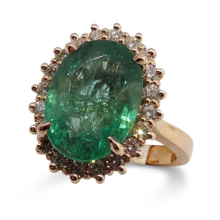 Emerald Ring 5.17ct centrum Stone  De smaragd is een helder groen en schoon voor emerald.De diamanten wegen van een totaal van 0.48ct en zijn VS2 duidelijkheid G-H kleur.Totaalgewicht van de ring: 5.9 gram.Ring is een maat 6.5 het kan kostenloos worden aangepast zodra de betaling is ontvangen.Edelstenen zijn vaak behandeld om kleur en helderheid te verhogen. Dit is niet onderzocht voor dit specifieke object.JW0196Perceel verzonden beveiligde courier vanuit Canada. U kunt het combineren van…