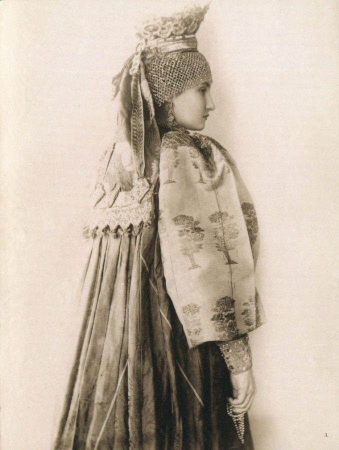 произошло старинные женские наряды картинки что количество экскурсантов