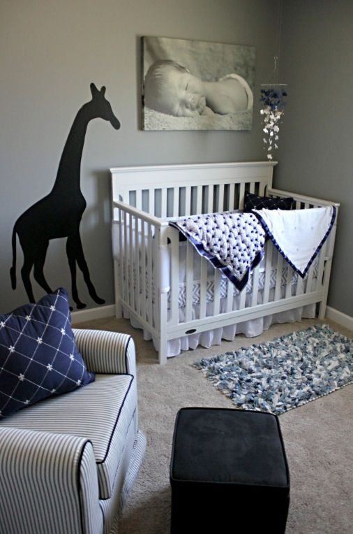 Simple but cute baby nursery- i would make the giraffe orange....needs more…