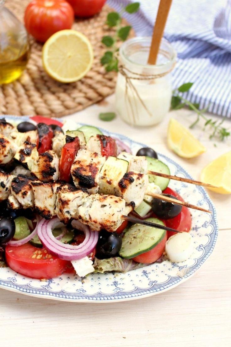45. #poulet brochettes #Souvlaki et salade #grecque - 45 salades #totalement savoureux, vous #pouvez manger pour tous les #repas... → Food