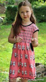 """Für die liebe Marina """" Mademoiselle Pfingstspatz """" habe ich ein neues Ebook probegenäht. Annelie ist ein bequemes Kleid,das mit oder ohne T..."""