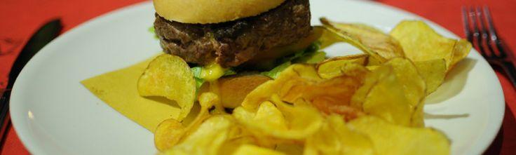 La Bufala (hamburger di bufala lattuga,pomodoro,maionese alle olive e cipolla)