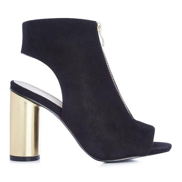 Botín negro con tacón metálico  Categoría:#primark_mujer #zapatos #zapatos_mujer en #PRIMARK #PRIMANIA #primarkespaña  Más detalles en: http://ift.tt/2F7uNUq