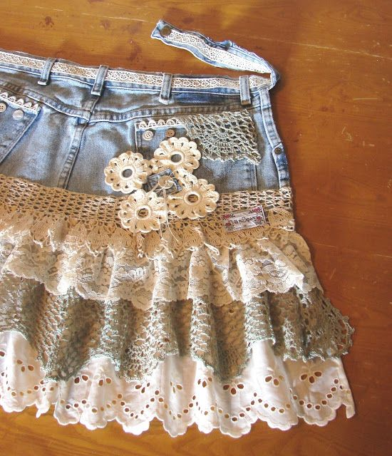 "A ""Shabby Chic"" Apron From Denim Jeans"