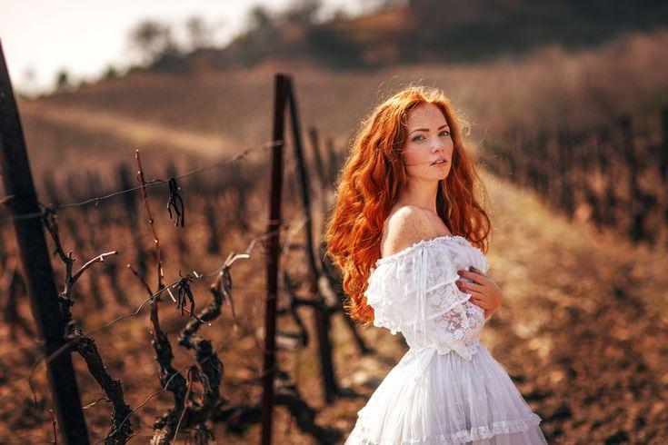 рыжая-девушка-в-белом-платье.jpg (2560×1707)