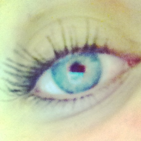 My eye thooo >>>>> If you want to know how to get long lashes without curling them, repin! I have many tricks!