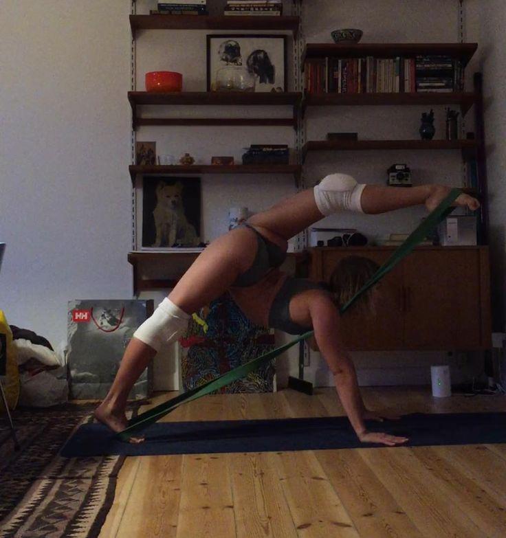 anastasia skukhtorova stretching