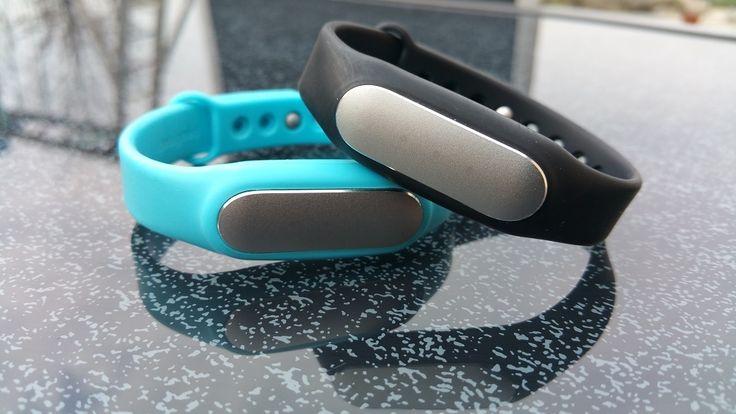 Quelle: http://www.dein-fitnessarmband.de  Mein neuestes Gadget, das Xiaomi Mi Band Fitnessarmband.   Mit diesem Fitnessarmband kann ich meine Bewegungen (hier: Schritte) auswerten. Mein Ziel ist es, täglich mindestens 10.000 Schritte zu gehen, was ich mir eigentlich wesentlich einfacher vorgestellt habe.  Daneben bietet dieses Armband die Möglichkeit, den eigenen Schlaf auszuwerten. Der Schlafphasenwecker sorgt dafür, dass ich möglichst nicht in einer Tiefschlafphase geweckt werde.