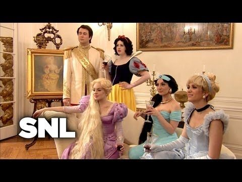"""Disney Housewives"" SNL:_ ""We should give a poisoned apple to whoever told that bitch she could sing""....sooooooo funny."