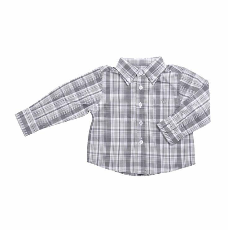 Camisa para bebe niño, de cuadros en tonos de grises claro y oscuro. Un bolsillo al frente del lado izquierdo, con la coronita de EPK bordada en gris claro.