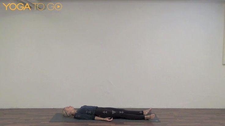 En guidet afspænding, hvor du ligger på ryggen og giver dig selv lov til at falde til ro i krop og sind. Du kan altid bruge denne afspændingsmetode, når du har brug for det – om det så er midt på dagen, hvor du har brug for et break, eller når du skal falde i søvn om aftenen.