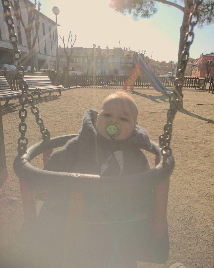 Aprovechando la tarde de solecito... Sol  #parque #naturaleza #tarde #me #love #happy #diversão #instamoment #juegos #paisaje #familia #sol #park #natureza #bebe #baby #cute #hermoso #lindo #instababy #babyboy #teamo #instalove #instabebe #niño #boy #kids #maternidade #precioso #loamo