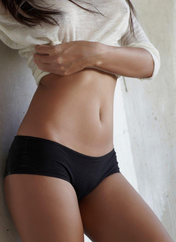 Hallo, Sixpack! Die besten Übungen für einen flachen Bauch: http://www.gofeminin.de/sport/ubungen-flacher-bauch-s1535351.html  #sixpack #flacherbauch #bauchtraining
